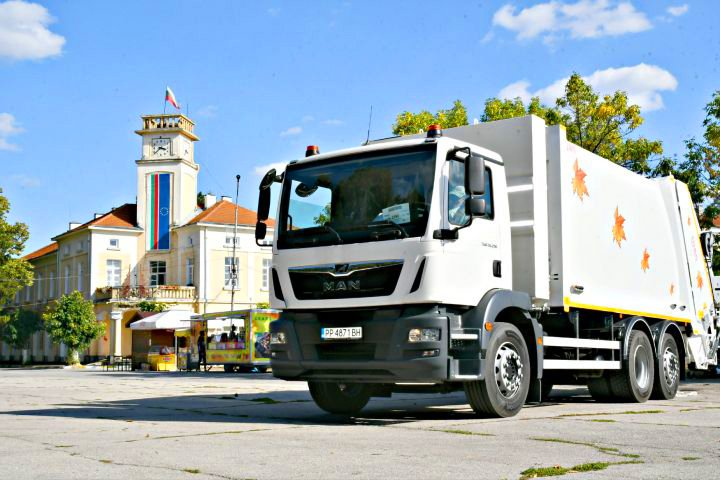 Нов сметосъбиращ камион MAN TGM доставихме на община Кубрат